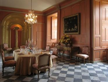 gorkemli-klasik-fransiz-stili-bir-yemek-odasi