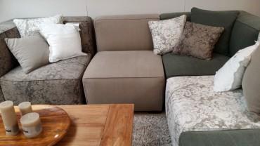 gri-moduler-kose-koltuk-ile-rahat-bir-oturma-kosesi