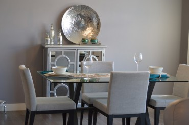 gumus-rengi-yemek-odasi-takimi-ve-dekorlari