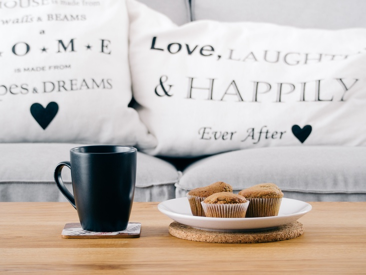 love-laughter-happily-yastik