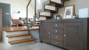 merdiven-alti-icin-modern-ve-sik-bir-dekorasyon