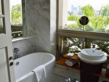 pencereli-modern-kucuk-bir-banyo