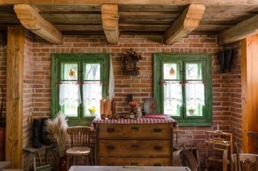 yesil-ahsap-pencereli-country-bir-ev