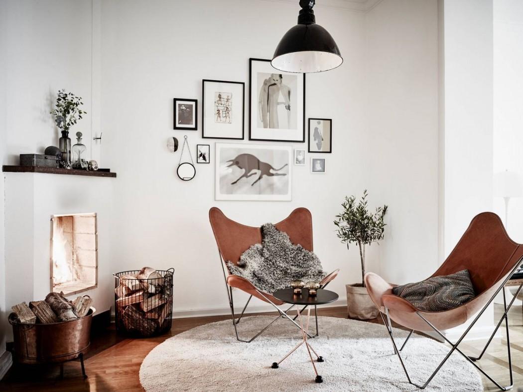 deri-kelebek-sandalyelerin-yer-aldigi-somine-kosesi
