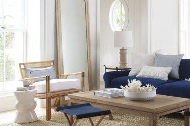 mavi koltuk ile yazlık ev kombini