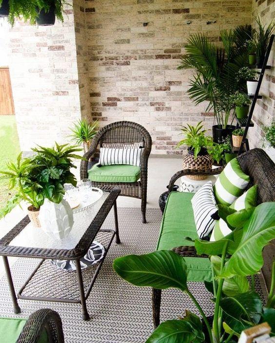 yeşil beyaz bahçe dekorasyonu